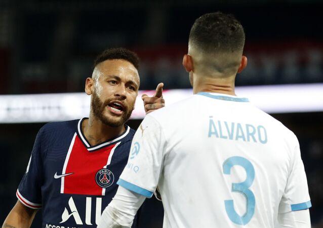 Atacante Neymar, do PSG, acusou zagueiro Álvaro Gonzalez, do Olympique, de racismo