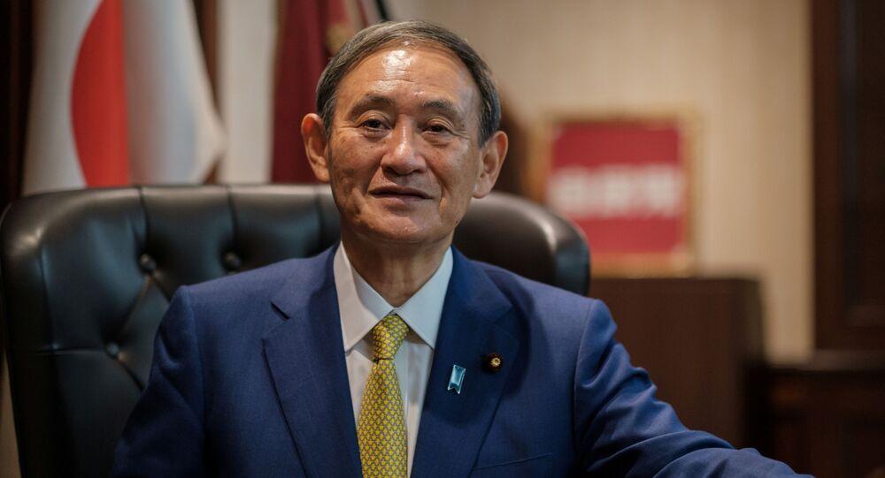 Yoshihide Suga, chefe de gabinete do Japão, vence eleição partidária e deve assumir como primeiro-ministro do país.