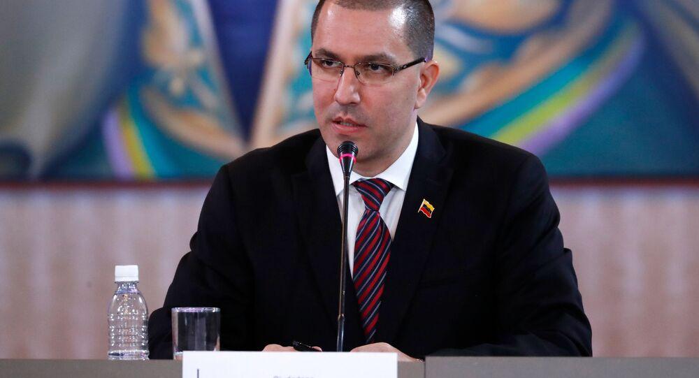 Jorge Arreaza, ministro venezuelano das Relações Exteriores, em reunião com representantes do diálogo nacional venezuelano