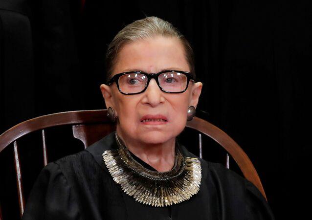 A juíza Ruth Bader Ginsburg, da Suprema Corte dos EUA, durante sessão do tribunal.