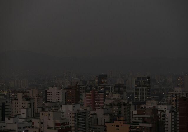 Fumaça no final de tarde em São Paulo, nesta sexta-feira (18)