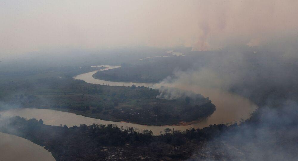 Foto área mostra incêndios que atingem o Pantanal, em Mato Grosso
