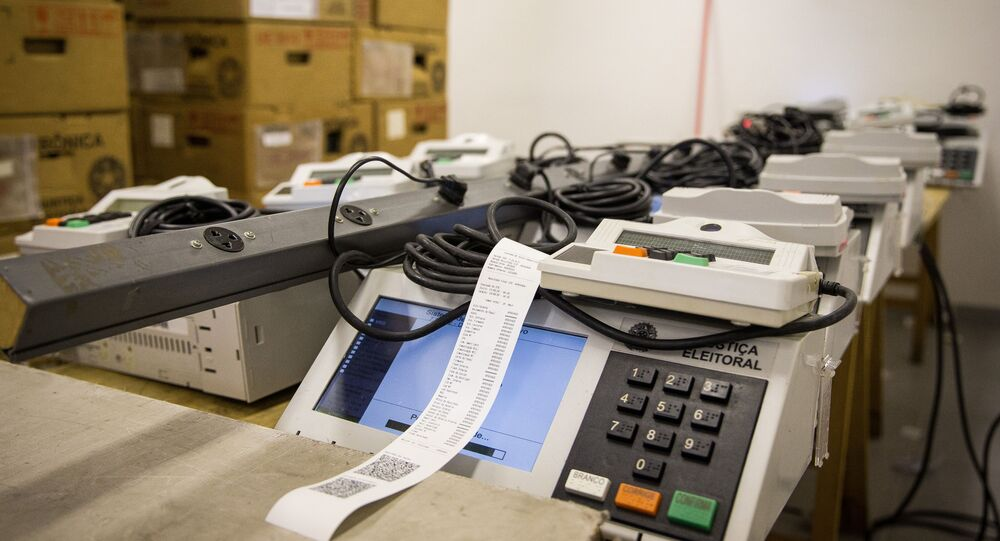 Em São Paulo, urnas eletrônicas aguardam ajuste de servidores da Justiça Eleitoral, em 14 de setembro de 2020.