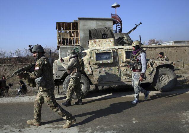 Forças de segurança se posicionam na região da base aérea de Bragram, na província de Cabul, no Afeganistão, em 11 de dezembro de 2019 (foto de arquivo)