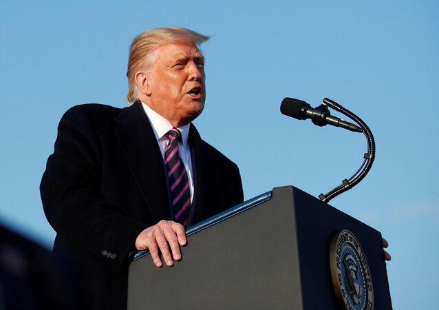 Presidente dos EUA, Donald Trump, discursa em comício em Minnesota