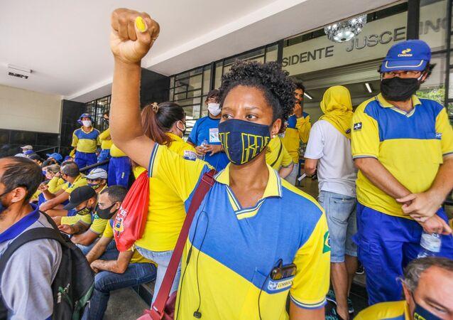 Protesto de funcionários dos Correios em frente a agência da Avenida Afonso Pena no centro de Belo Horizonte (MG)