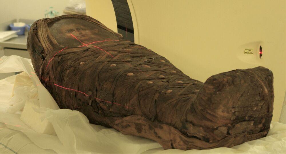 Tomografia de múmia egípcia