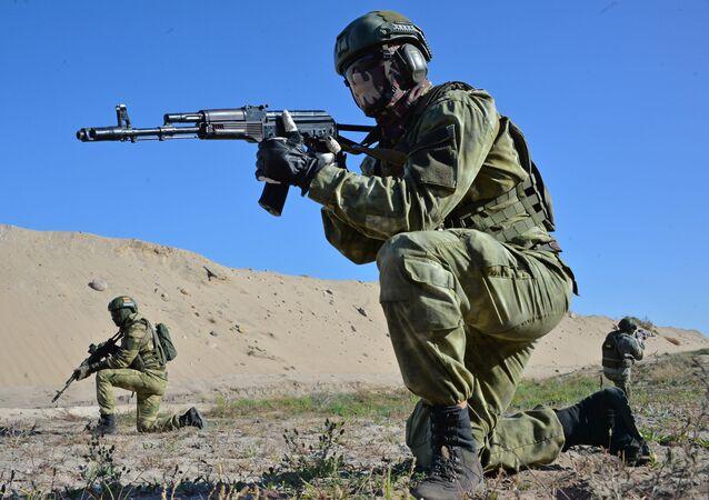 Militares durante os exercícios Fraternidade Eslava 2020