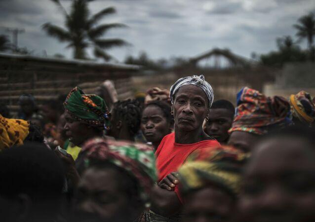 Habitantes de vilarejo próximo a Macomia, no nordeste moçambicano, 24 de agosto de 2019