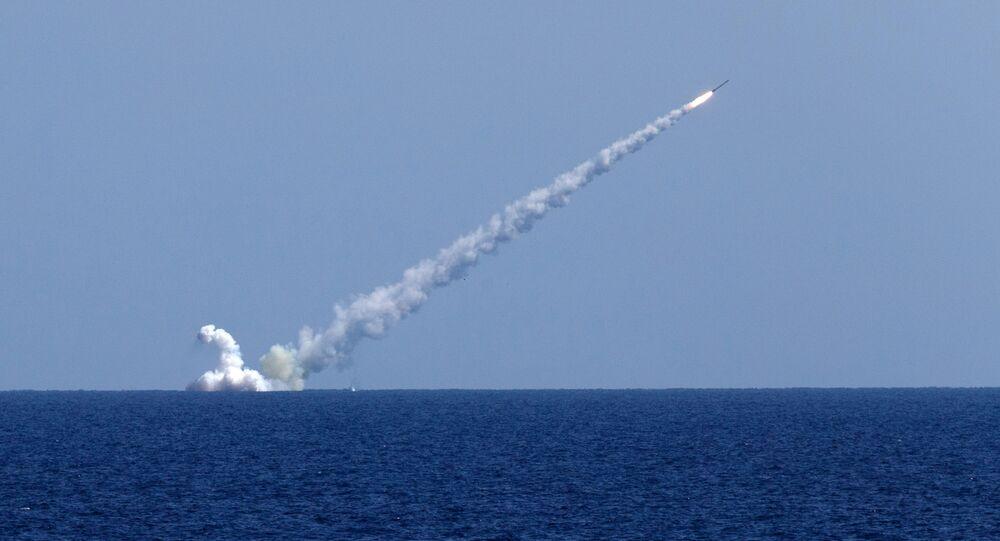 Submarinos russos lançando mísseis contra alvos terroristas na Síria (foto de arquivo)