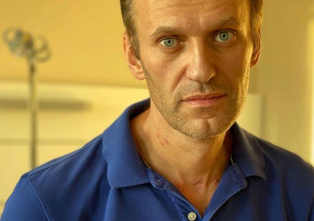 Político russo da oposição Aleksei Navalny é fotografado no Hospital Universitário Charité em Berlim, Alemanha, imagem não datada de 22 de setembro de 2020