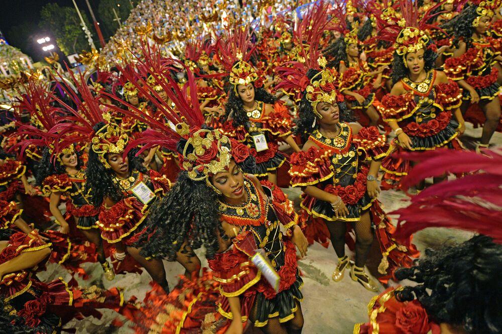 Foliões da escola de samba Beija Flor no carnaval do Rio de Janeiro, 2018