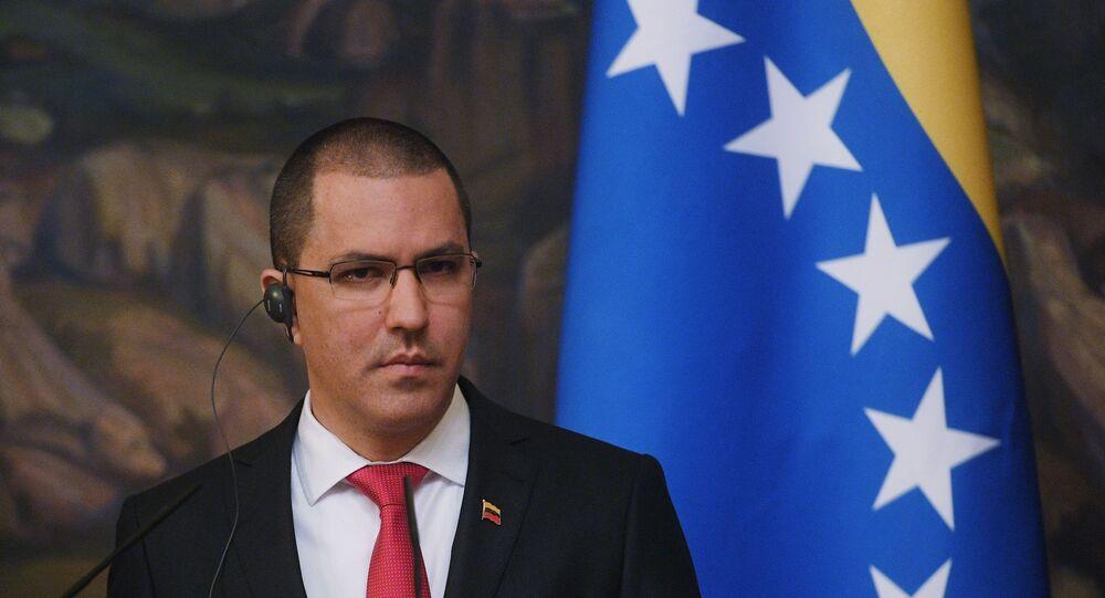 Jorge Arreaza, ministro venezuelano das Relações Exteriores, em coletiva de imprensa com seu homólogo russo Sergei Lavrov