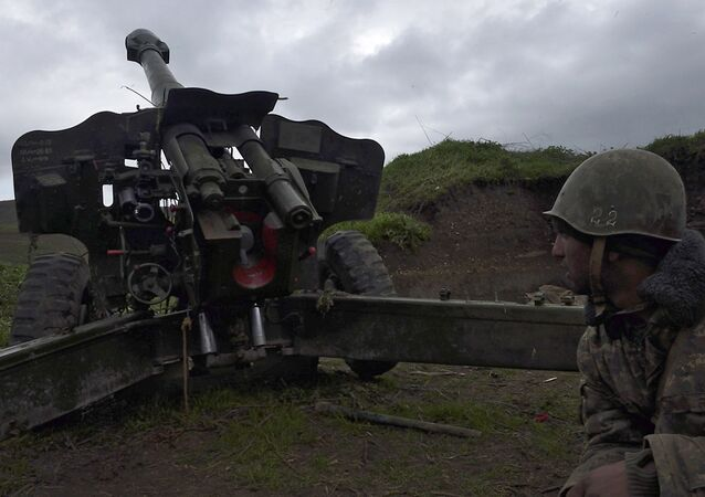 Posição da artilharia no vilarejo Madagiz, na zona de conflito de Nagorno-Karabakh