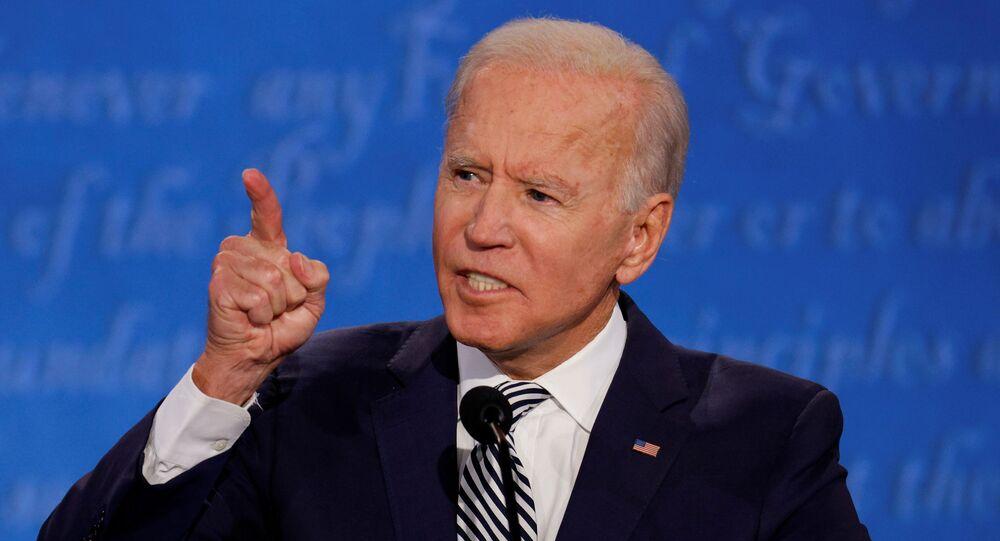 Candidato democrata, Joe Biden, durante o primeiro debate presidencial em Cleveland, Ohio, EUA, 29 de setembro de 2020