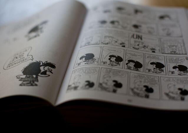 Livro com histórias em quadrinhos da personagem Mafalda