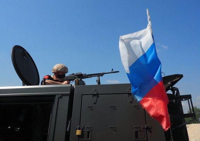 Tanquistas russos em patrulha na província síria de Idlib, em 22 de julho de 2020