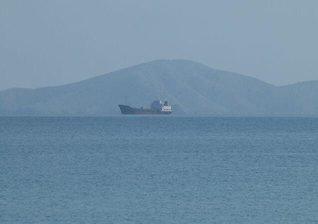 Petroleiro San Roman ancorado na baía de Pozuelos, em Puerto La Cruz, Venezuela, 16 de julho de 2020
