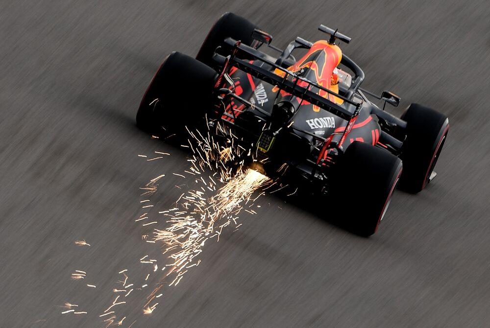 Piloto da equipe Red Bull Max Verstappen participa de etapa da competição de Fórmula 1 realizada em Sochi, no sul da Rússia