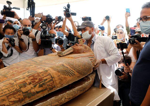 Sarcófagos da 26ª dinastia egípcia recentemente descobertos na necrópole de Saqqara, no Egito