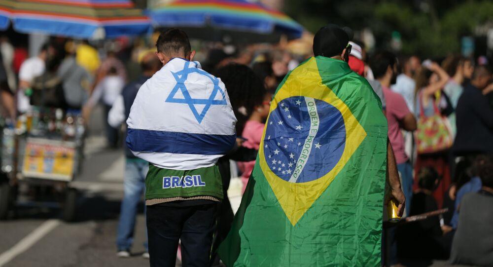 Bandeiras de Israel e do Brasil em manifestação a favor do presidente Jair Bolsonaro, na avenida Paulista, em São Paulo
