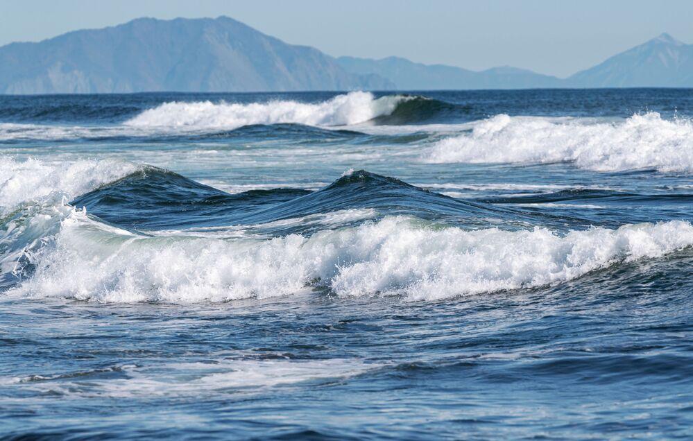 Ondas do oceano Pacífico na região russa de Kamchatka
