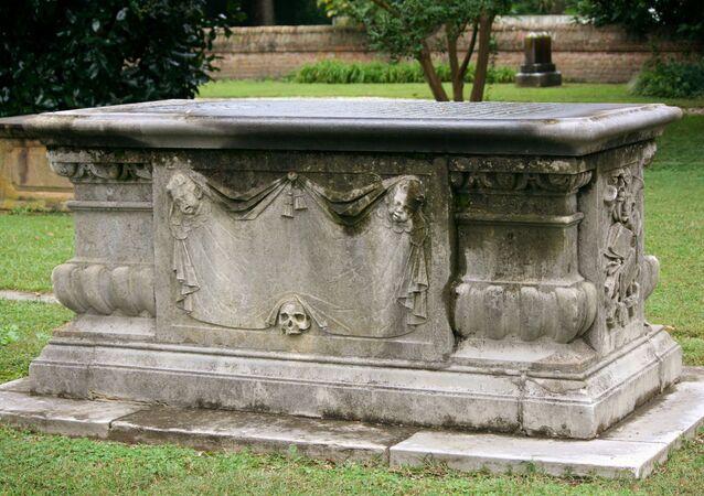 Sarcófago (imagem referencial)