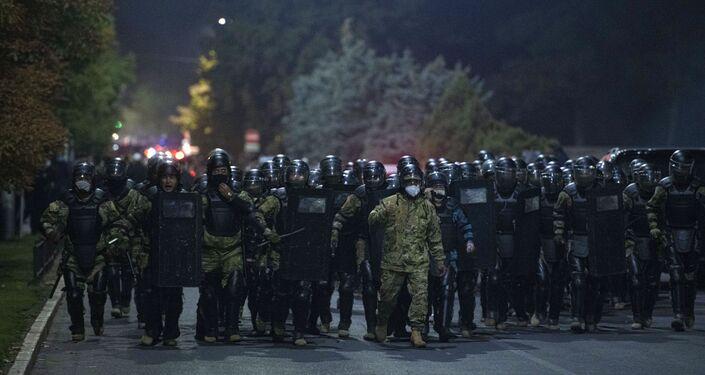 Forças de segurança na capital do Quirguistão, Bishkek, 5 de outubro de 2020