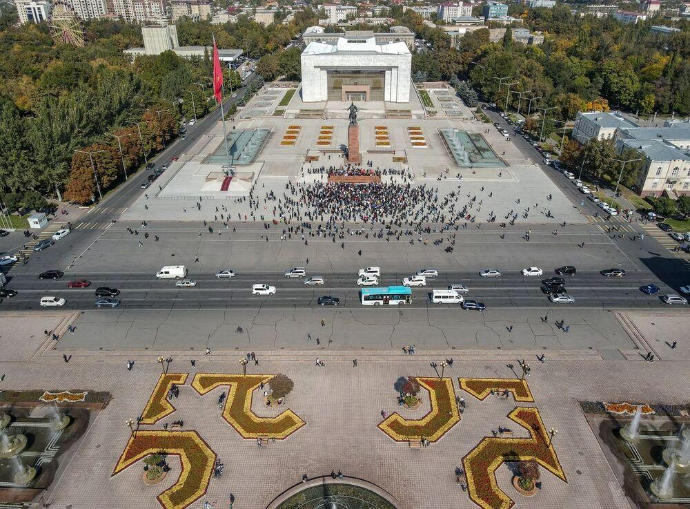 Manifestantes em Bishkek