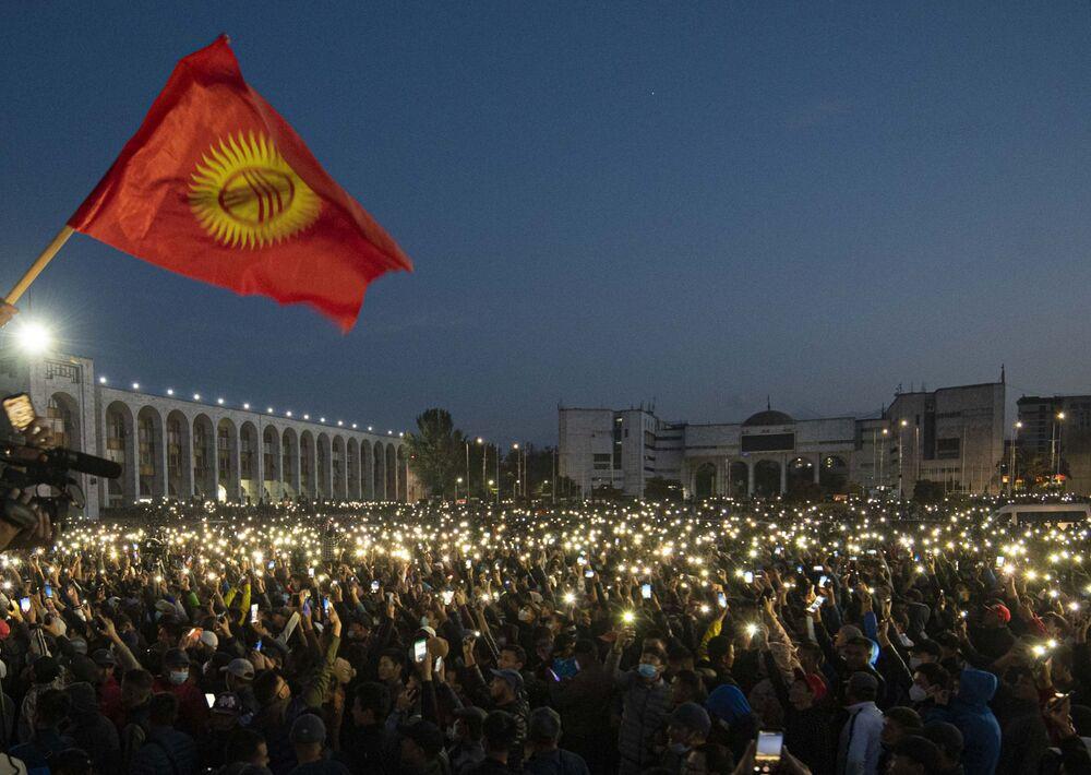 Manifestações em Bishkek após as eleições parlamentares