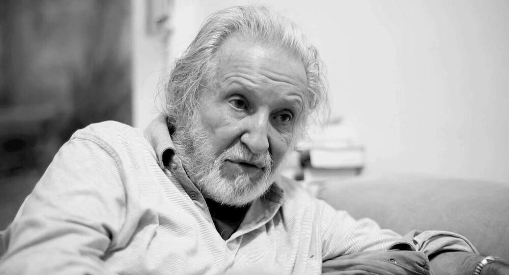 Diretor brasileiro, Ruy Guerra, durante as filmagens de Aos Pedaços
