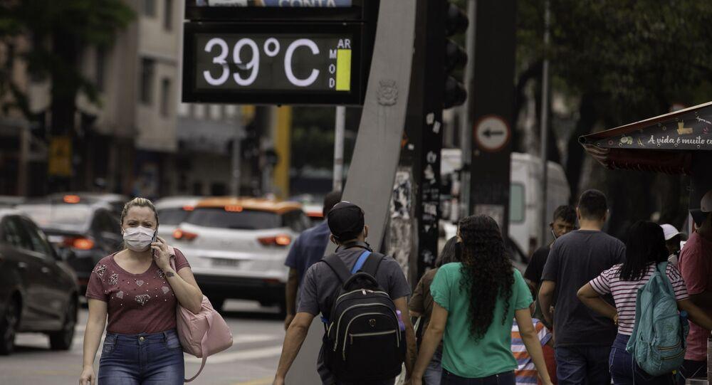Termômetro marca 39° no viaduto Santa Generosa, zona sul de São Paulo, na tarde desta quarta-feira (07). A cidade voltou à bater recordes de calor nos últimos dias
