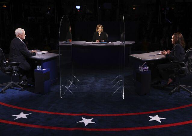 Em Salt Lake City, no estado norte-americano de Utah, os candidatos vice-presidenciais Kamala Harris (democrata) e Mike Pence (republicano) participam de debate único, em 7 de outubro de 2020.