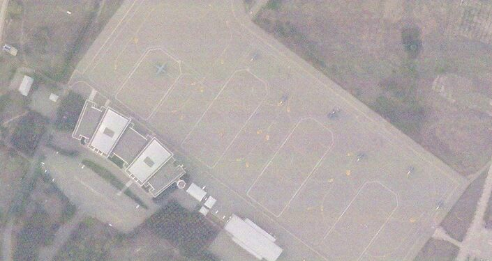 Imagem de satélite mostram seis caças F-16 e um suposto avião CN-235 da Turquia no Aeroporto Internacional Ganja no Azerbaijão