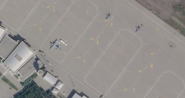 Imagem de satélite mostram ao menos dois caças F-16 Viper e um suposto avião de transporte CN-235