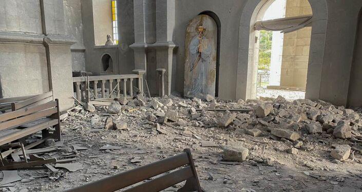 Igreja em Shusha destruída após alegado bombardeio do Azerbaijão contra Nagorno-Karabakh
