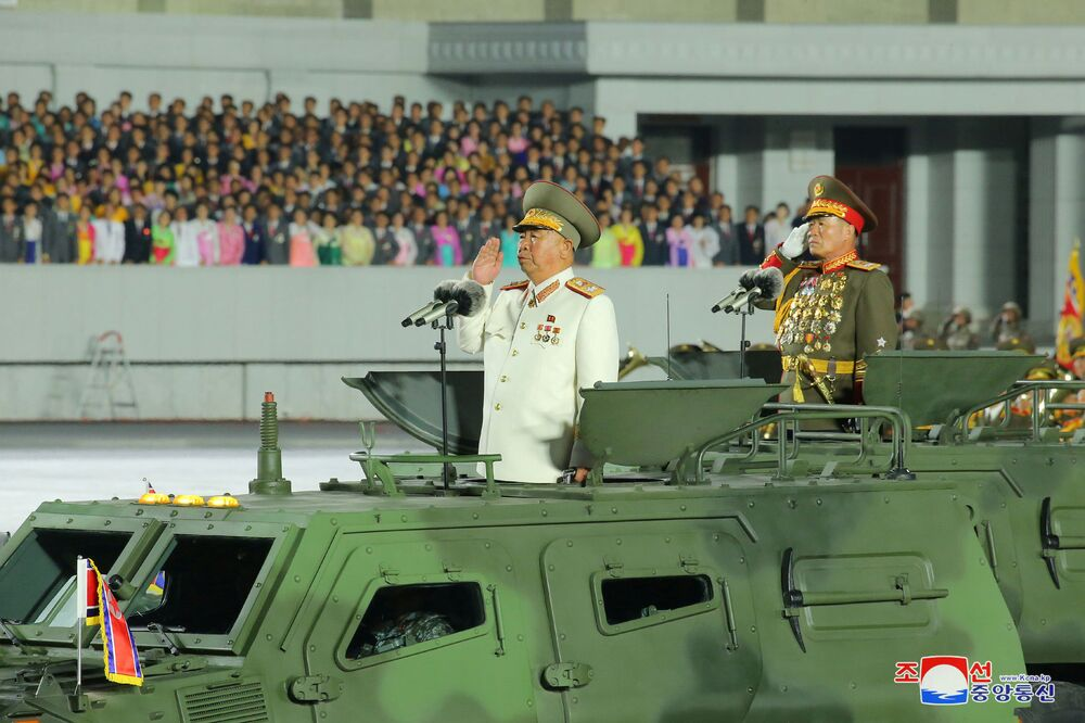 A Coreia do Norte celebra com desfile militar o 75º aniversário da fundação do Partido dos Trabalhadores norte-coreano, em 10 de outubro de 2020