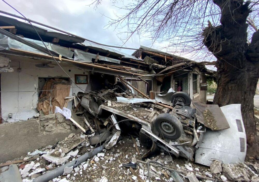Casa na capital de Nagorno-Karabakh destruída por bombardeio