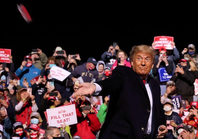 Presidente norte-americano, Donald Trump durante comício na cidade de Johnstown, Pensilvânia, EUA, 13 de outubro de 2020