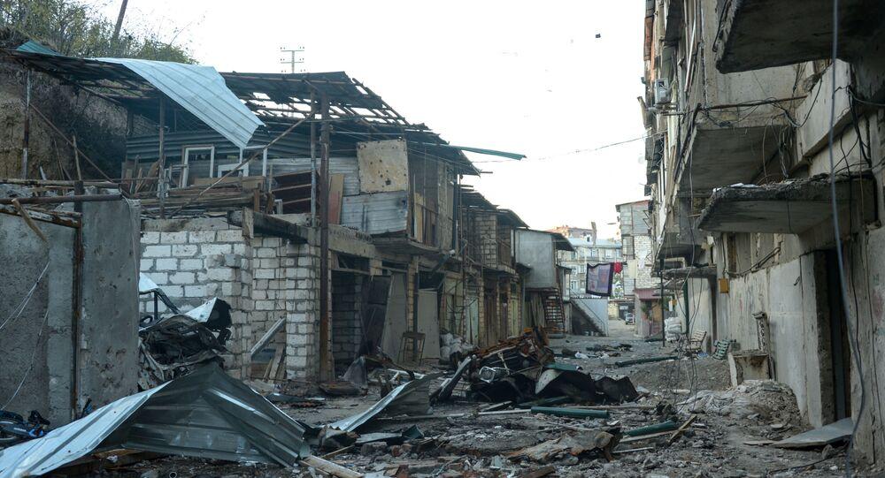 Rua de Stepanakert, capital de Nagorno-Karabakh, destruída durante o recente confronto entre armênios e azeris (foto de arquivo)