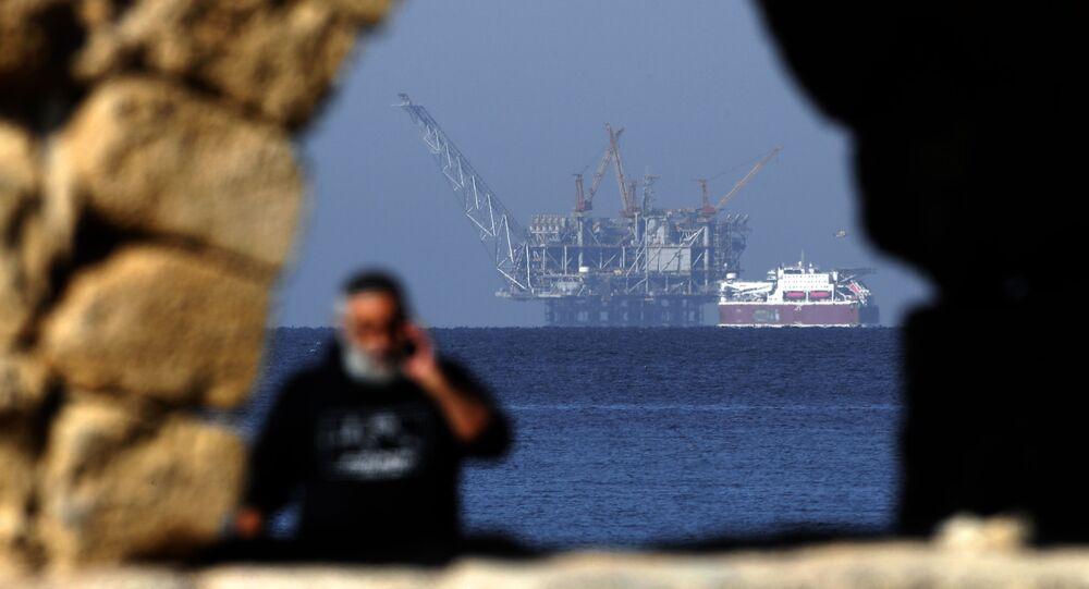 Vista da plataforma de gás natural israelense Leviatã, na costa da cidade de Caesarea, Israel, 19 de dezembro e 2019