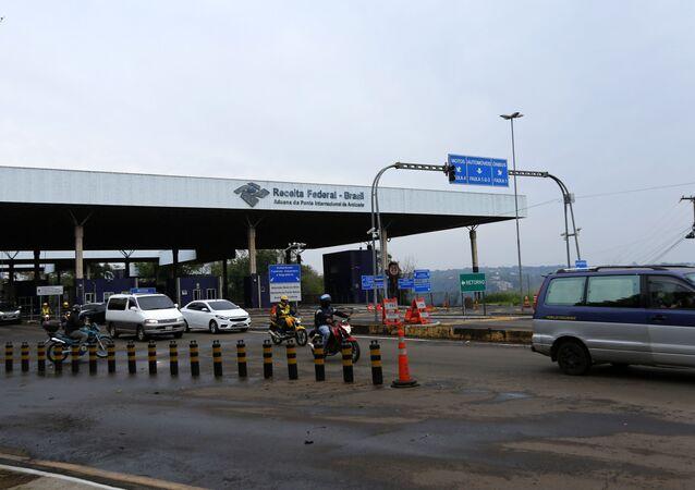 Movimentação na Ponte Internacional da Amizade, entre Brasil e Paraguai, durante a reabertura gradual para moradores de Foz do Iguaçu, no oeste do Paraná, e Cidade do Leste, no Paraguai.  O fechamento da fronteira se deu devido a pandemia do COVID-19 em março de 2020