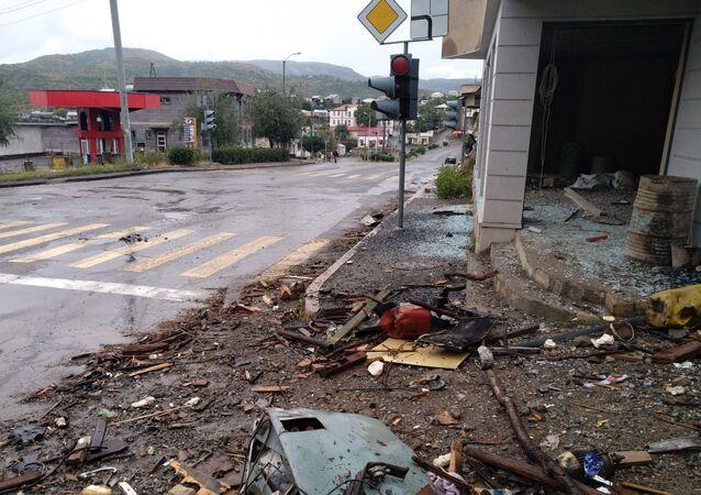Prédio destruído por bombardeio em Stepanakert, capital da república não reconhecida de Nagorno-Karabakh