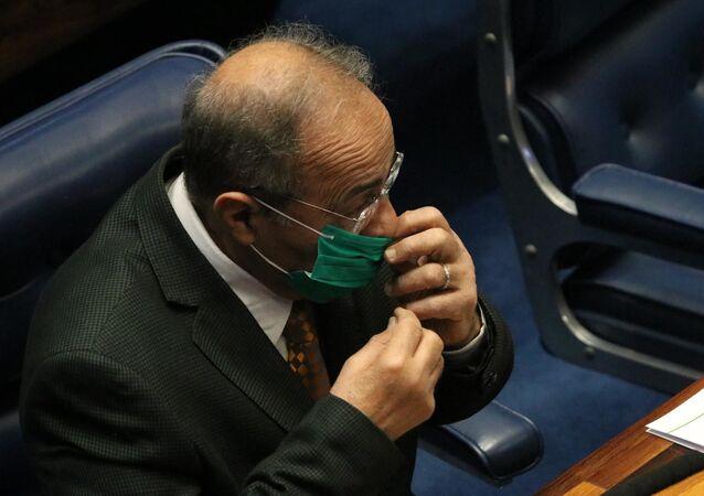 O Senador Chico Rodrigues, DEM,  que foi encontra com 30 mil reais na cueca suspeito de desvios de recursos do combate à COVID-19.