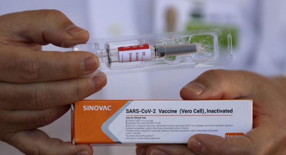 Dr. Gustavo Romero, do Hospital Universitário de Brasília (HUB), apresenta a vacina experimental Sinovac