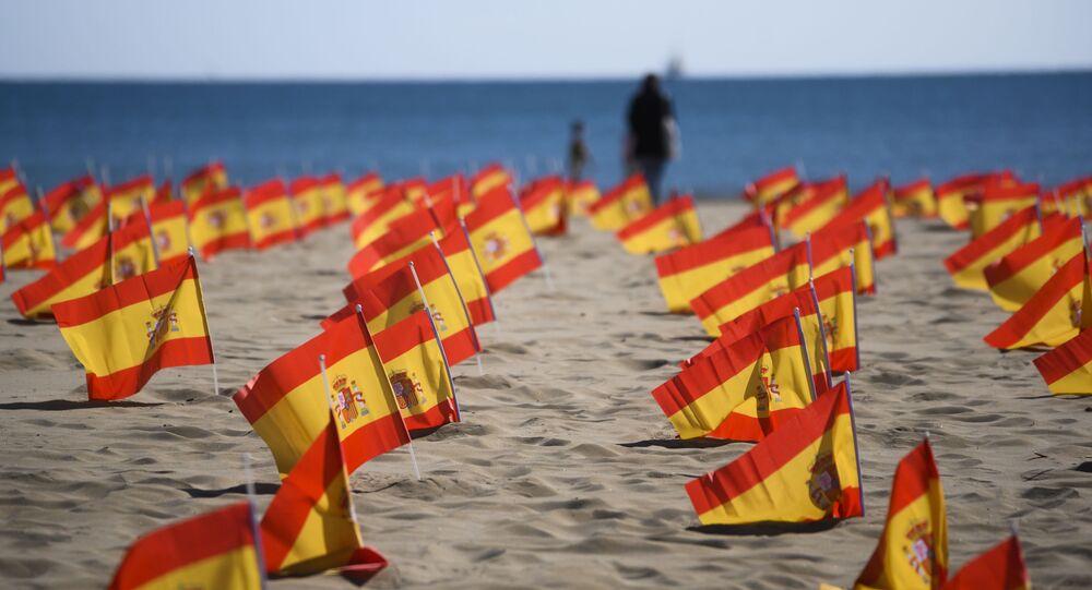 Bandeiras da Espanha em homenagem às vítimas do coronavírus