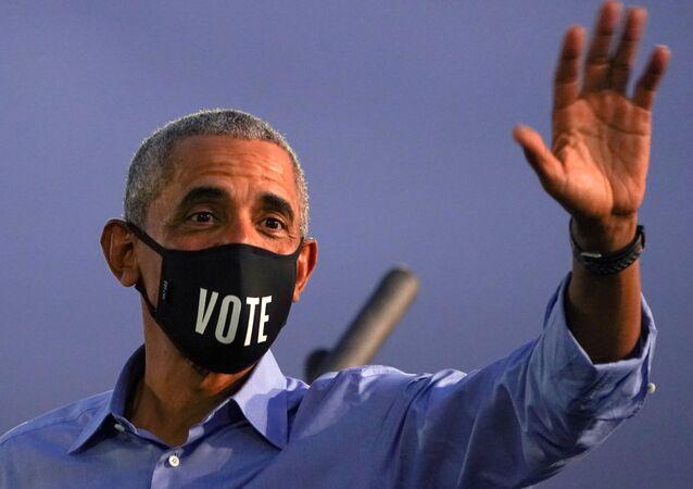 Ex-presidente dos EUA Barack Obama participa de comício de campanha do Partido Democrata em Filadélfia (EUA), 21 de outubro de 2020