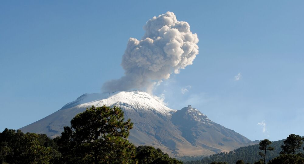 Vulcão Popocatépetl em atividade no México (foto de arquivo)