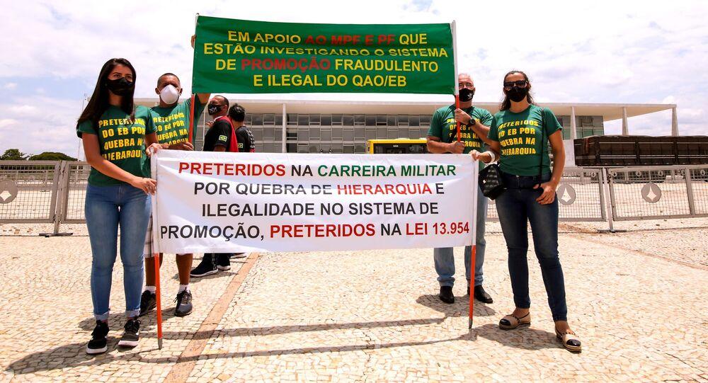 Ato de militares em Brasília (DF) pedindo reajustes na profissão.