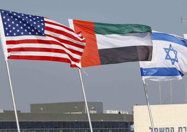 Bandeiras dos EUA, Emirados Árabes Unidos, Israel e Bahrein